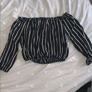 🤩off the shoulder stripped shirt🤩